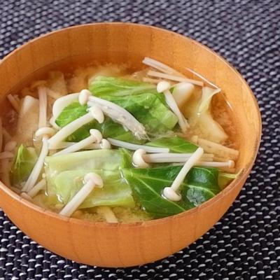 ささっと作れる キャベツとえのきの味噌汁