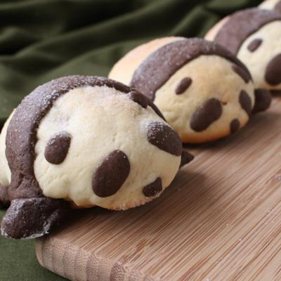 ロールパンで 可愛いメロンパンダ