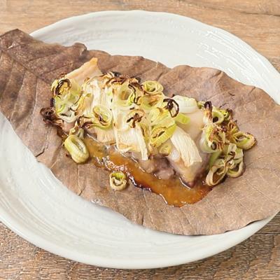 豚バラ肉と長ねぎの朴葉焼き