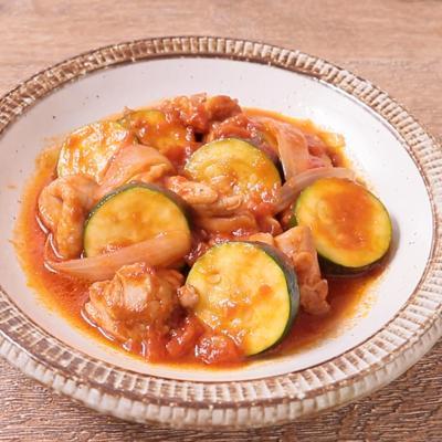 チキンとズッキーニのトマト煮込み