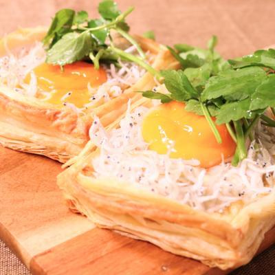 シラスと卵のモッツァレラチーズパイ
