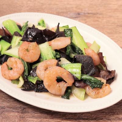 キクラゲたっぷり エビとチンゲン菜の炒め物
