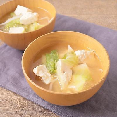 シャキシャキ食感 レタスと豆腐のお味噌汁
