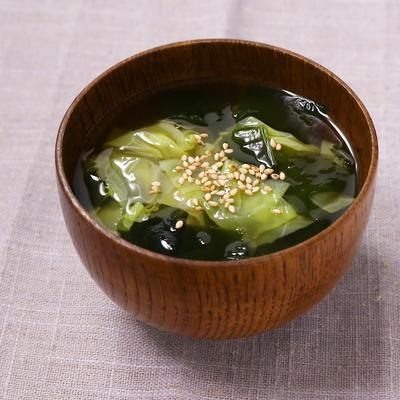 キャベツとわかめの和風スープ