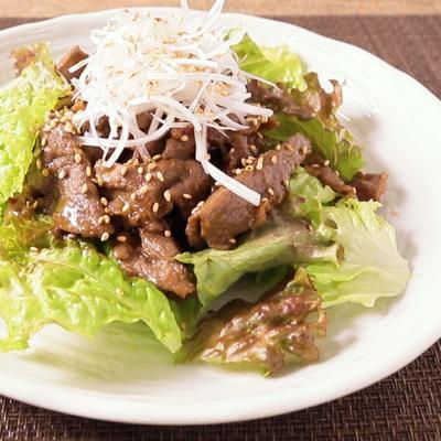 牛こまで焼き肉風サラダ