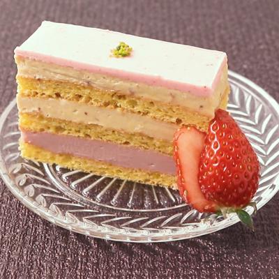 ピンクでかわいい いちごオペラ