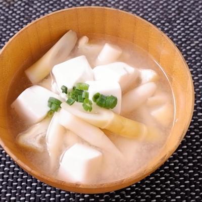根曲がり竹と豆腐の味噌汁