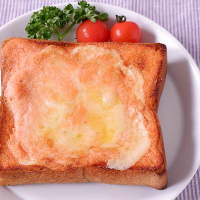 グリュイエールチーズのコク旨明太子トースト