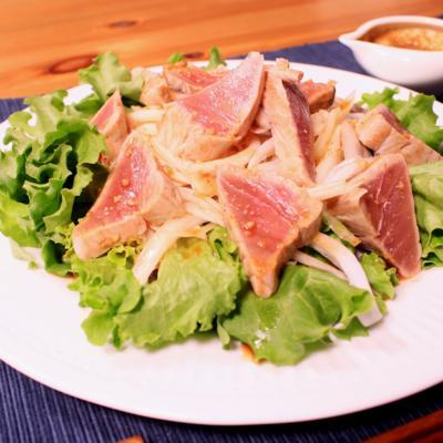 カツオのたたきと新玉ねぎのサラダ