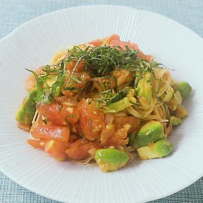 アボカドとらっきょうの冷製トマトパスタ