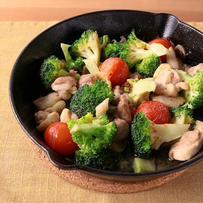ブロッコリーと鶏肉のアヒージョ