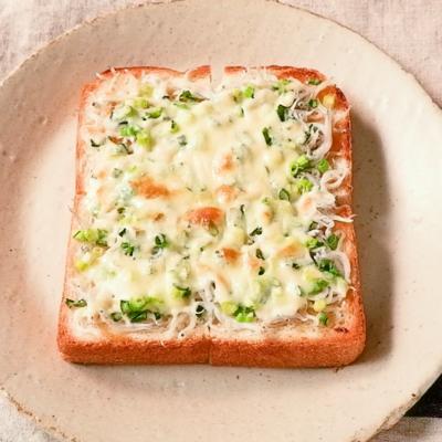しらすとねぎの和風ピザトースト
