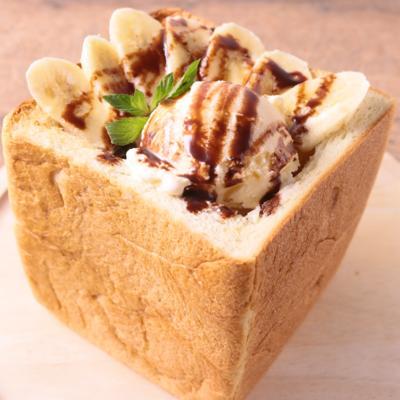 バニラアイスがのった チョコバナナトースト