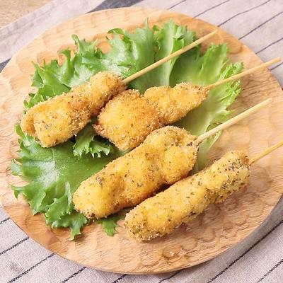 鶏むね肉の香草パン粉串カツ