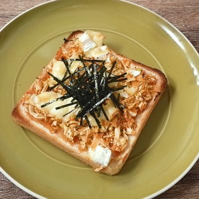 ヤンニョムキャベツとカマンベールのトースト