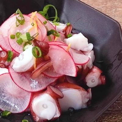 赤大根の甘酢漬けとタコのサラダ
