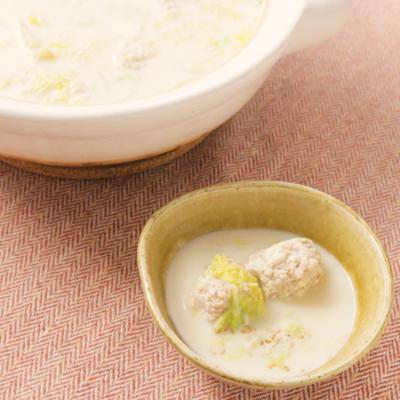 豆乳スープと鶏挽き肉のふわふわ団子