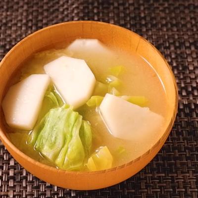 長芋とキャベツの味噌汁