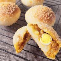 コロコロかわいい ウズラの卵入り焼きカレーパン