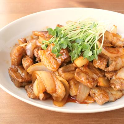 コチュジャンでピリ辛 豚バラ肉と玉ねぎの炒め物