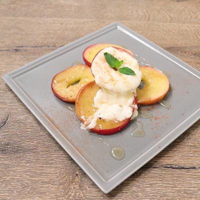 チーズクリームソースの焼きりんご