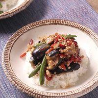 甘くて辛い 3種の野菜と国産鶏ひき肉のごちそう丼