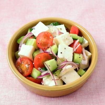 パニールと彩り野菜のサラダ