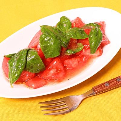 シンプルでおいしい!トマトとバジルのサラダ