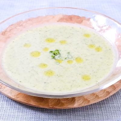 じゃがいもとケールの冷製スープ