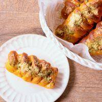 トマト生地のウインナーパン