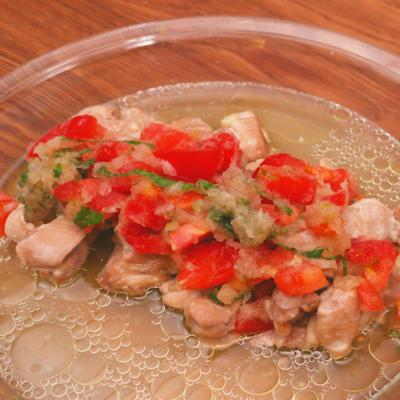レンジで簡単 蒸し鶏のトマト大根おろし添え