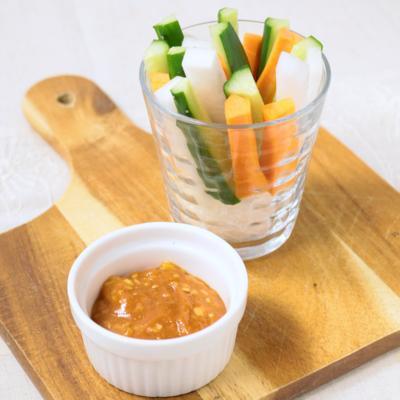 手作りサムジャンで野菜スティック