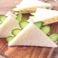 きゅうりとたまごサラダのフリルサンドイッチ