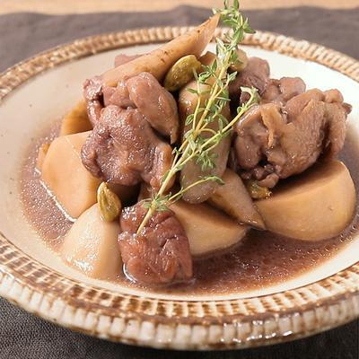 カルダモン香る根菜と鶏肉のワイン煮