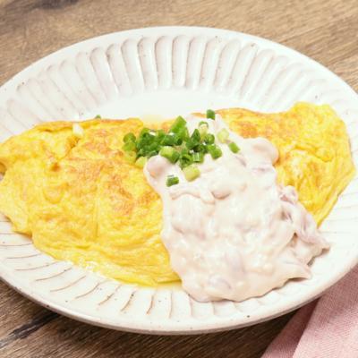 日本酒に合う 塩辛クリームチーズソースのおつまみオムレツ