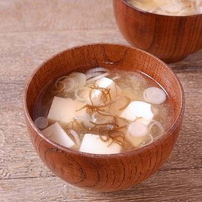 もずく酢入り 豆腐とねぎのおみそ汁
